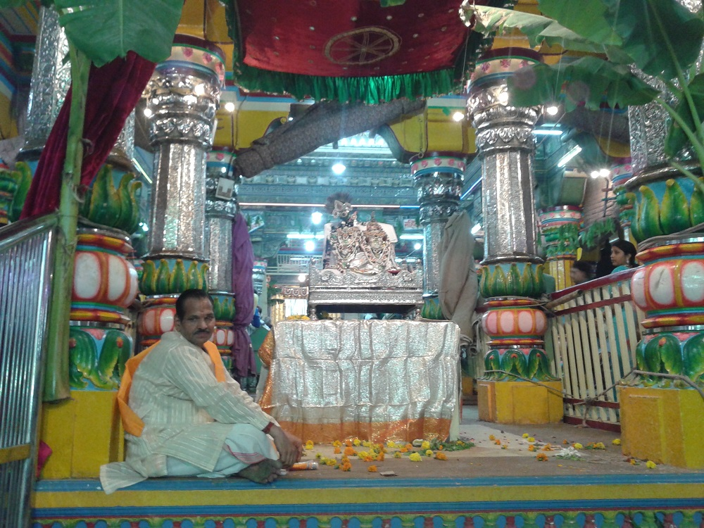 Yogal Jodhi Darsan Shri Dwarkashish Temple Mathura