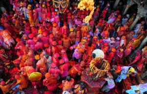 holi-in-barsana-temple-mathura