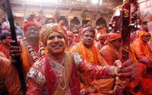 men dance lathmar holi festival barsana