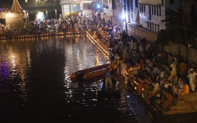 Radha Kund Mid Night Goverdhan