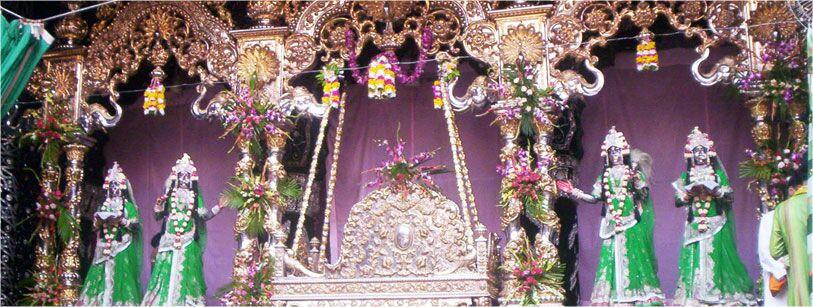 Hindola Darsan Shri Banke Bihari Ji Vrindavan Temple