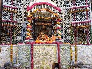 Phool-Bangla-at-Radha-Raman-Laal-Ji