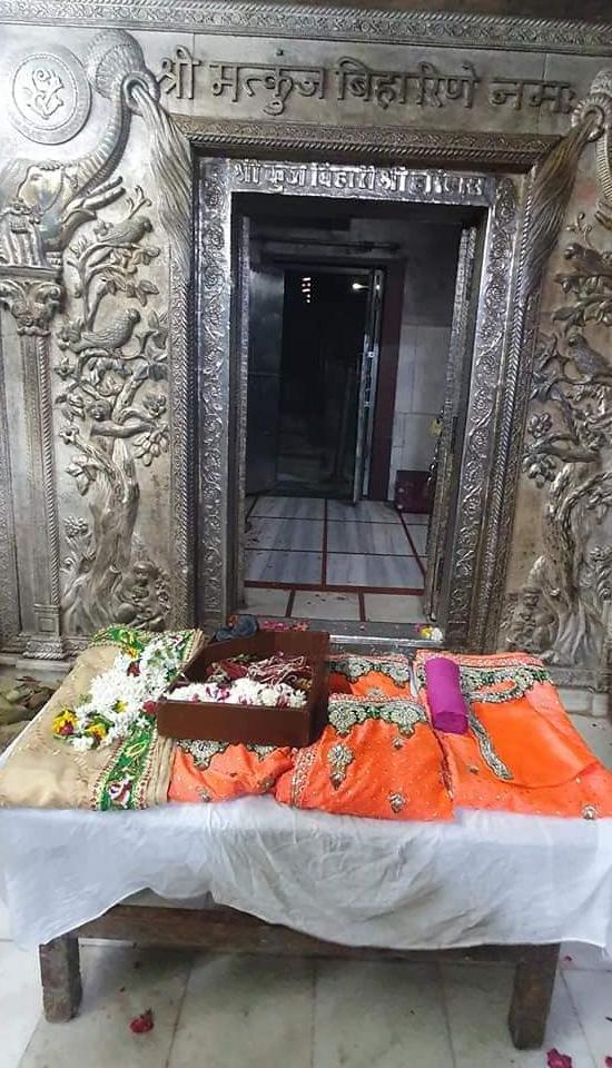 Shri Banke Bihari Ji Poshak Vastra Seva